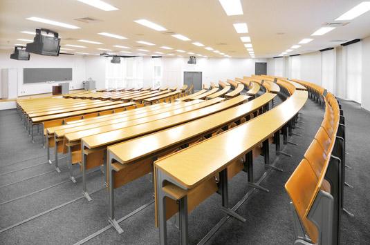 A221教室(大教室)/A号館2階